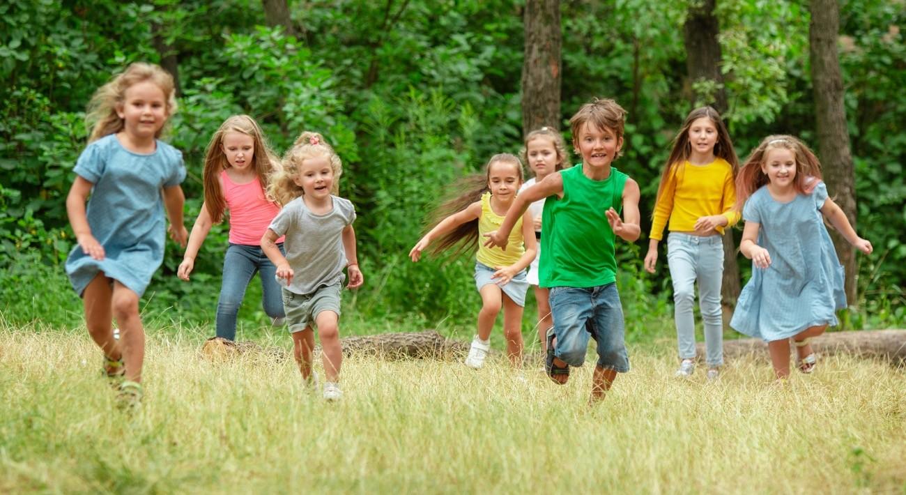 Kad god je moguće, deci treba obezbediti slobodnu igru u prirodi.